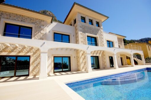 White travertine Pool Coping tiles in Shelly White Tiles Drop Face